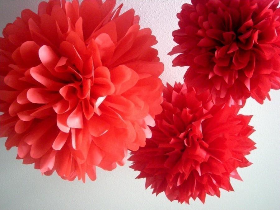 Свадьба - REDS ... 3 tissue paper poms // wedding decorations // birthdays // holidays // eco party decorations
