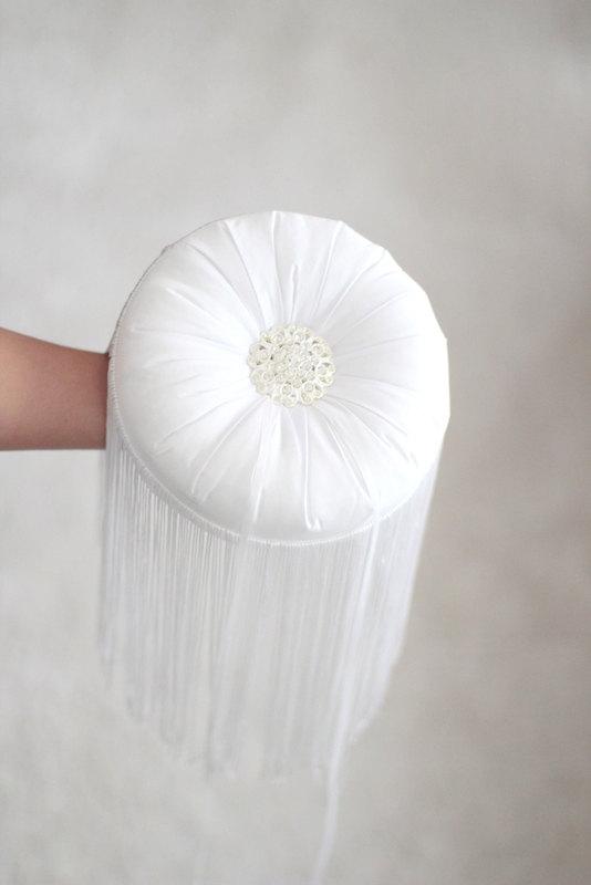 Свадьба - Wedding Ring Pillow, Ring Bearer Pillow, ring cushion with tassel,white ring bearer pillow,round ring pillow