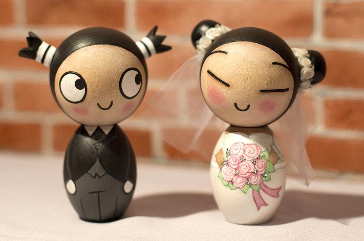 Mariage - Pucca and Garu inspired kokeshi dolls. A wedding cake topper. Custom order.