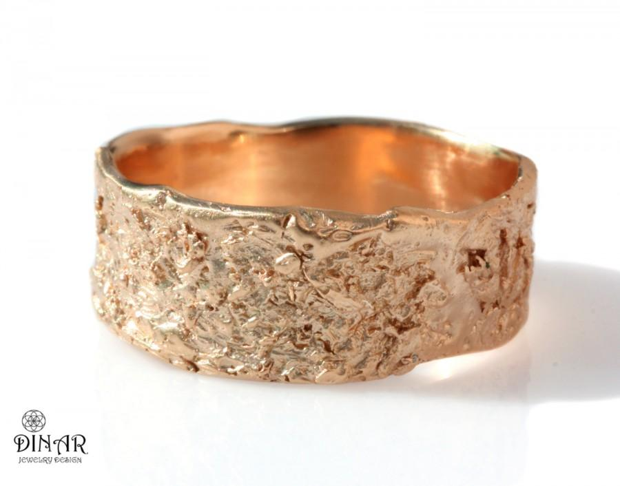 Mariage - 18k rustic wedding band, 14k rose gold wedding ring, wide band, unisex, men's band, women's band, textured tree bark, ogranic design, Israel