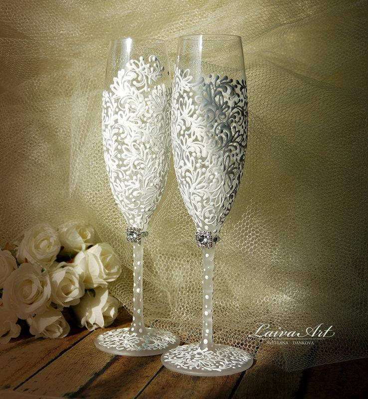 Свадьба - Wedding Champagne Flutes Wedding Champagne Glasses White Toasting Flutes White Wedding Decoration