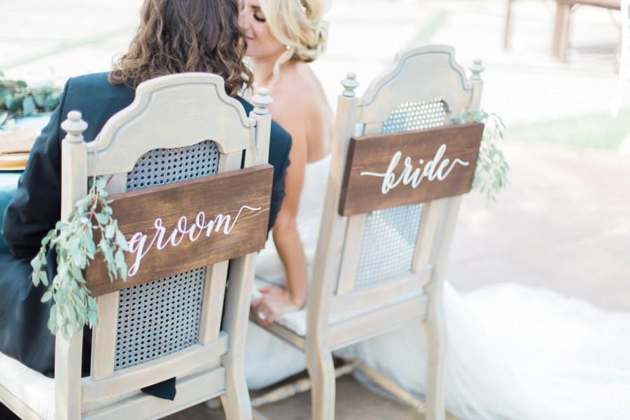 Hochzeit - Bride & Groom Signs - Sweetheart Chair Signs - Wedding Signs