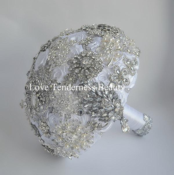 Mariage - Silver Wedding Brooch Bouquet, White Wedding Bouquet, Bridal Bouquet, Jewelry Bouquet, Broach Bouquet, Crystal bouquet, Rhinestone bouquet