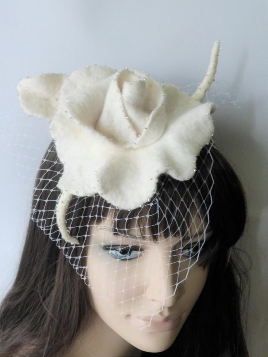 Wedding - Wedding Fascinator toque, White Cream,veil tulle, mini hat, Felt hand felted,headband,Bridesmaids,bridal party accessories,wool rose,flowers