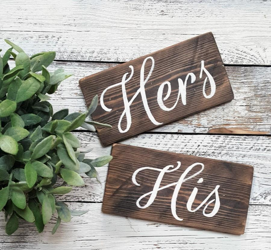 Mariage - Hers/His Wooden Wedding Chair Signs, Wedding Signs, Custom Wedding Signs, Wedding Decor, Hers & His Wedding Signs, Sweet Table Decor Wedding