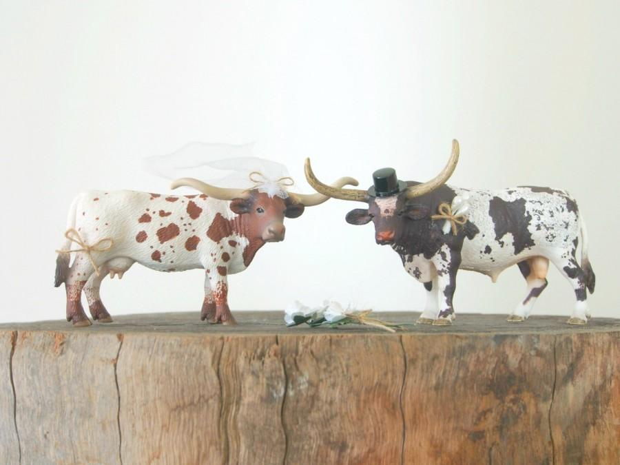 زفاف - Western Wedding Cake Topper - Cowboy Wedding Cake Topper - Cow Bride Groom Figurine - Rustic Country Farm Animal Wedding Cake Topper