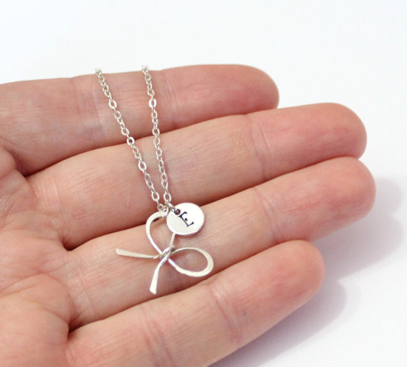 Boda - Sterling silver Bridesmaid Bow knot necklaces, with personalized initial charm, handmade bridal jewelry, bridesmaid gift, Girlfriend gift