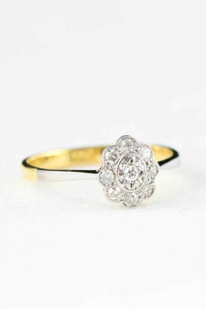Hochzeit - Edwardian antique daisy oval ring with diamonds pave set in 18 carat gold and platinum antique