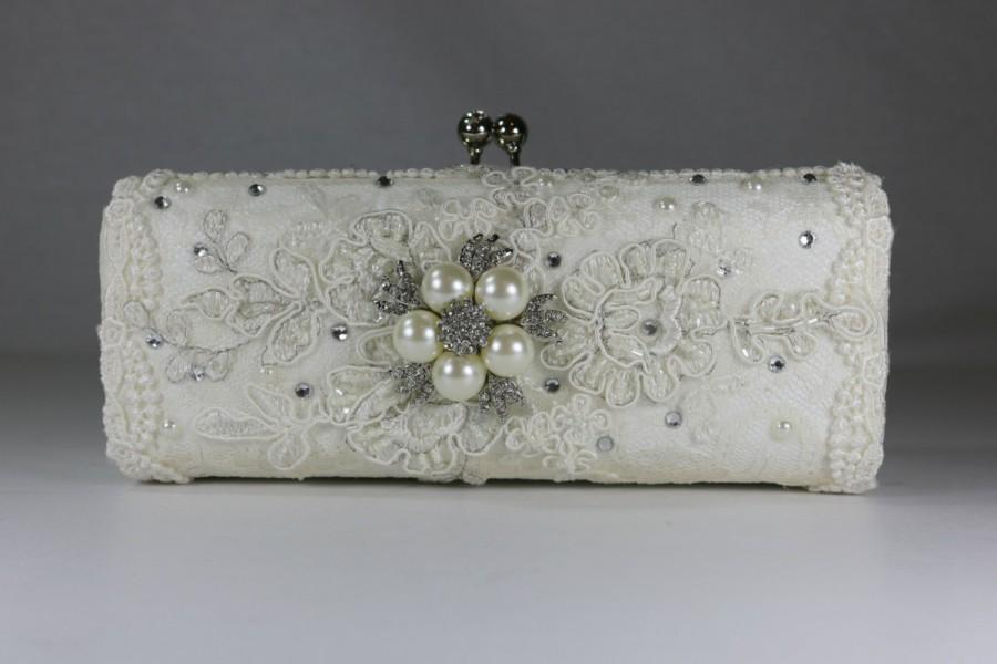 Mariage - Lace Wedding Bag .. Bridal Clutch Bag ..Vintage Lace.. Wedding Purse..Swarovski Crystals and  pearls..Color Options..FREE Shipping Worldwide