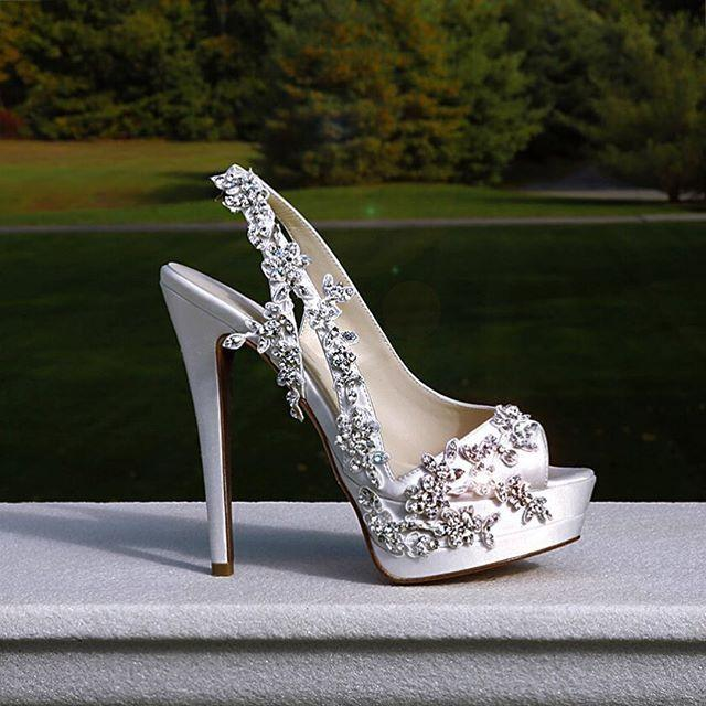 """Свадьба - Pnina Tornai On Instagram: """"The   TAG Your  Shoe  Loving Friends!  This Custom Made Design & The Ready-to-wear Collection Are Both Available At…"""""""