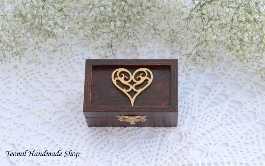 Hochzeit - Ring Box, Ring Bearer Box, Wedding Ring Pillow in Mahogany color
