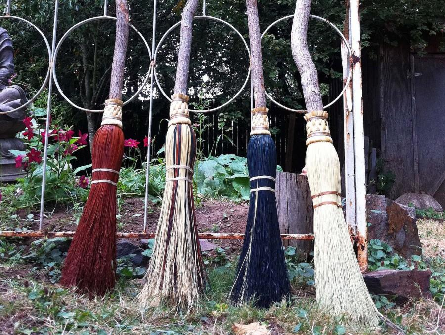 Свадьба - Wedding Besom or Handfasting Broom in your choice of Natural, Black, Rust or Mixed Broomcorn