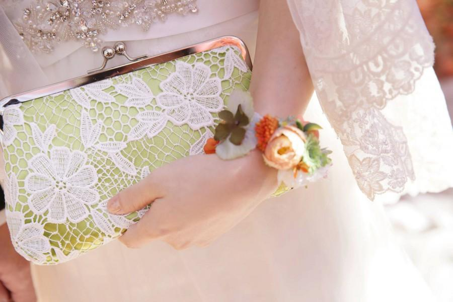 Свадьба - Personalized Gift, Bridesmaid Gift, Bridal Green Daisy Flower Lace Clutch 8-inch DAISY etsygift