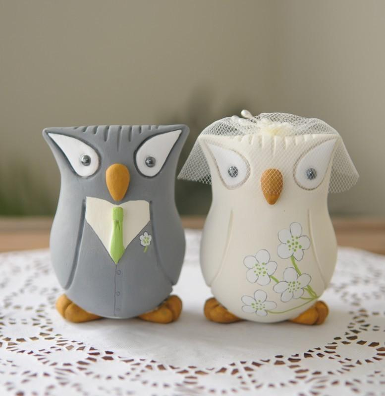 Hochzeit - Custom Wedding Cake Topper - Hand Sculpted and Painted Owls