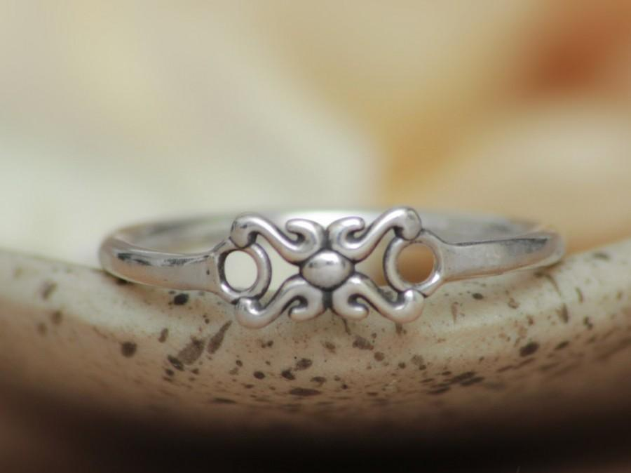 Hochzeit - Delicate Script X and O Ring in Sterling - Silver Hugs and Kisses Ring - Love Symbol Ring - Unique Promise Ring - Sterling Silver Love Token