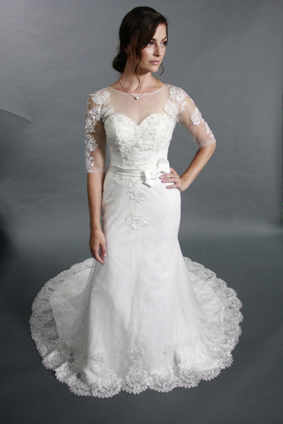 Elegant Mermaid Half Sleeves Scoop Neck Embroidered Lace Beadings With Crystal Beads Wedding Dress Bridal Gown