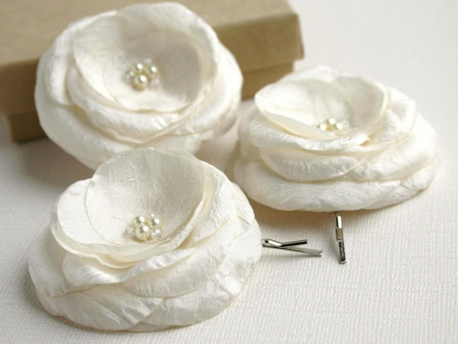 Mariage - Ivory Flower Hair Clips, Bridal Hair Accessory, Ivory Hair Pins, Wedding Flower Hair Piece, Ivory Headpiece, Flower Hair Pins, Bridal Veil