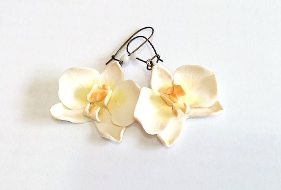 Hochzeit - White Orchid Earrings - orchid earring - orchid wedding - Flower Accessories, Bridal Flower, White Bridesmaid Jewelry, Flowers Girl Jewelry