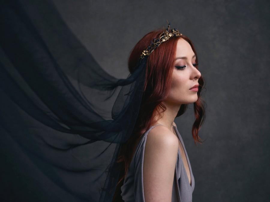 Mariage - Golden crown, medieval headpiece, black veil, gilded crown, gothic wedding, black wedding, goth bride, circlet, black crown - Persephone