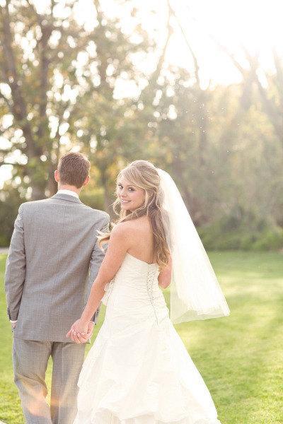Mariage - Wedding veil Fingertip length Wedding Bridal tulle Veil white, ivory, Wedding bridal Veil Fingertip length bridal cut veil Ready to ship