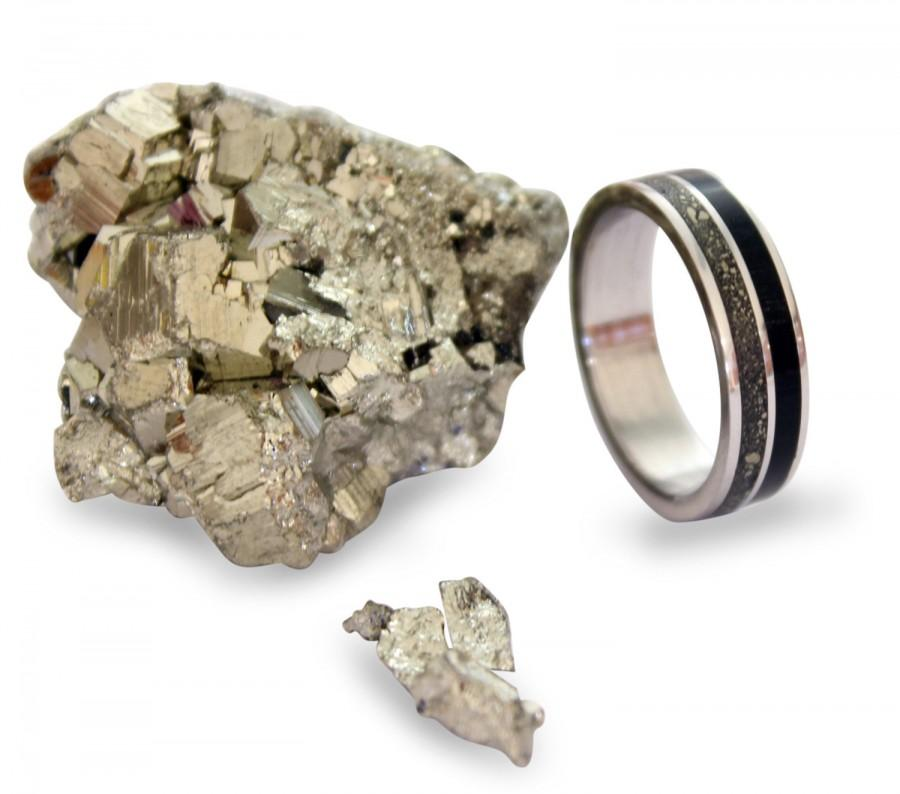 Свадьба - Stainless steel ring with ebony wood and crushed pyrite inlay
