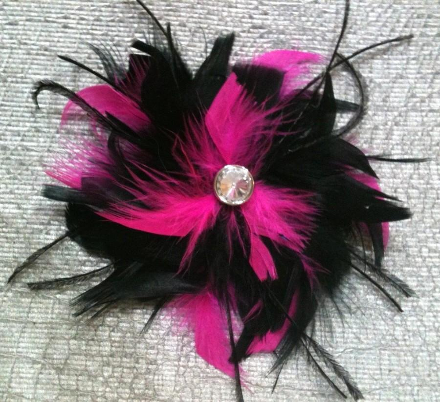 Mariage - CUSTOM COLORS Fuchsia Hot Pink and Black Feather Hair Fascinator Clip - Wedding Bridal or Maids Piece Crystal BLING Accent Feathers Begonioa