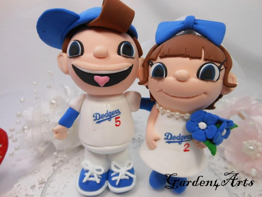 Mariage - NEW--Custom wedding cake topper--Love college/sports team MASCOT couple with circle clear base