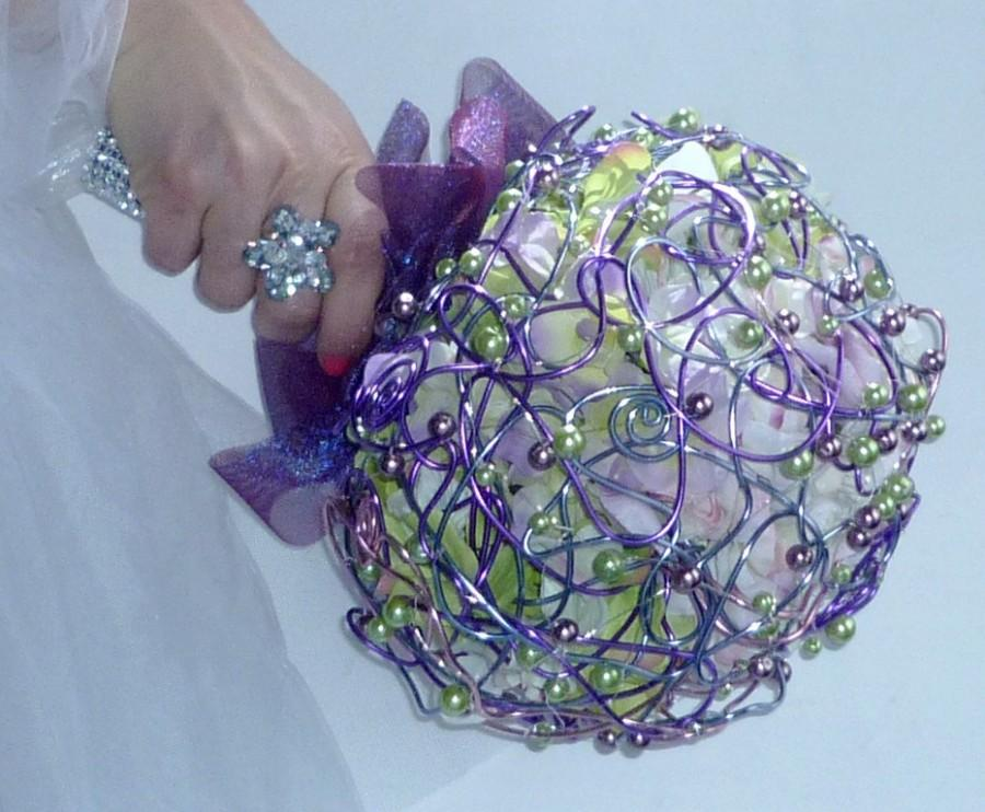Hochzeit - Jewellery wedding bouquet   Hydrangea and boutonniere