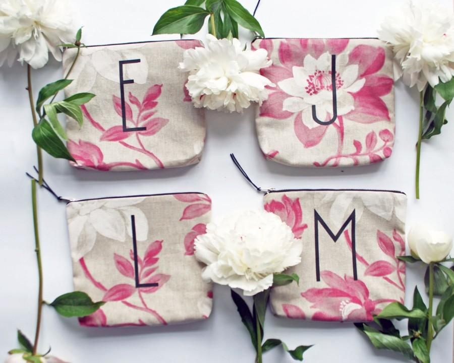 Mariage - 20% OFF SALE/ BRIDESMAID gift set/ personalized letter make up bag from floral print fabric customnpersonalized bridesmaid gift