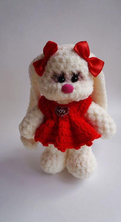 Spring bunny crochet pattern | Amiguroom Toys | 747x407