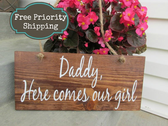 Mariage - Here comes mommy - Daddy here comes mommy - Summer wedding - Ring Bearer Sign - Here comes the bride Sign - Rustic - here comes our girl