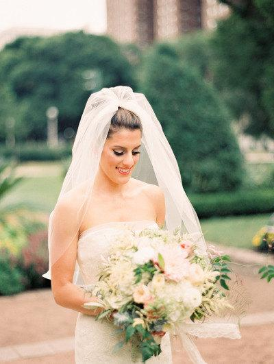 Mariage - Elbow length Wedding Bridal Veil Light Ivory, Wedding veil bridal Veil Elbow length veil bridal veil cut edge veil