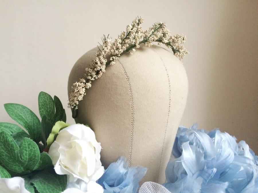 Mariage - Rustic flower crown, cream flower crown, gypsophila crown, boho tiara, flower tiara, gypsophila tiara, cream bridal wreath, delicate wreath