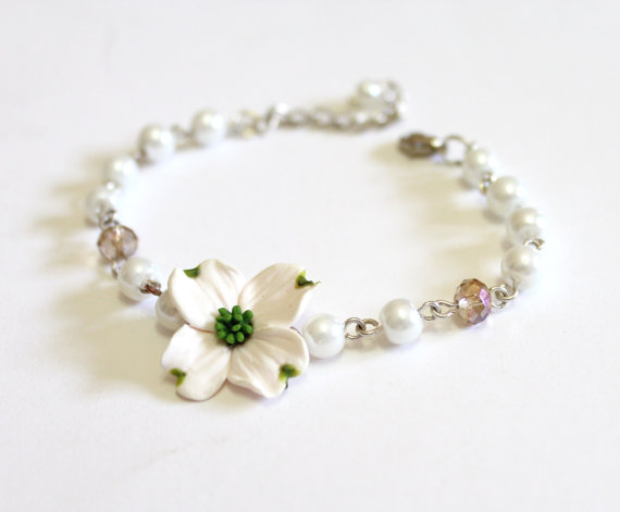 Düğün - White Dogwood and Pearls Bracelets, Dogwood Bracelet, White Bridesmaid Jewelry, Dogwood Jewelry, summer Jewelry