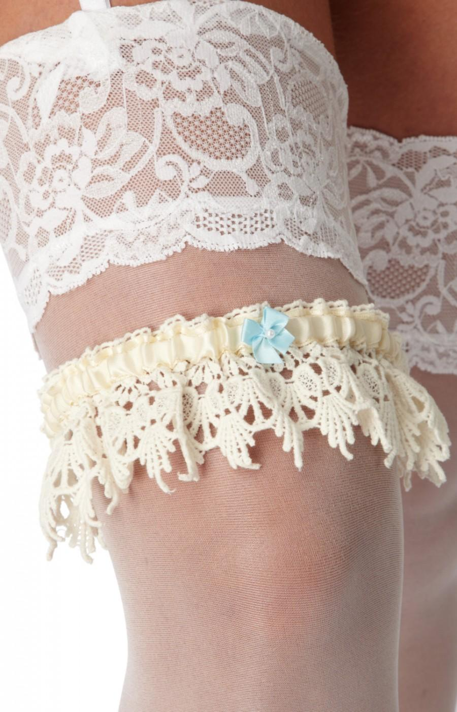 زفاف - Handmade vintage Wedding Garter Elsa 'Something Blue'. bridal garter. vintage inspired lace garter