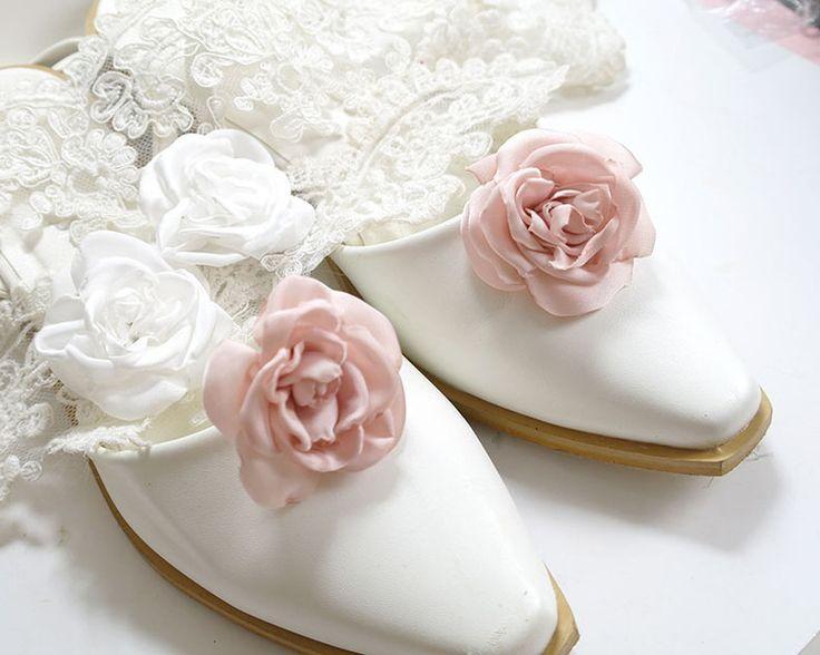 Mariage - Blush Pink / White Flower Shoe Clips