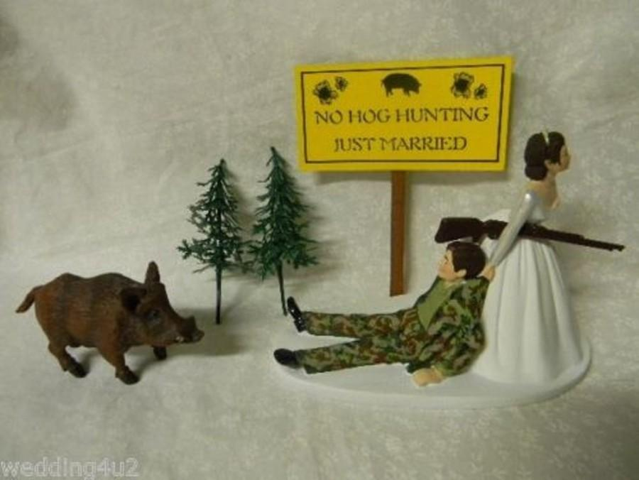 زفاف - Wedding Reception Party Camo Wild Hog Boar No Hunting Sign Dark Hair Hunter Cake Topper