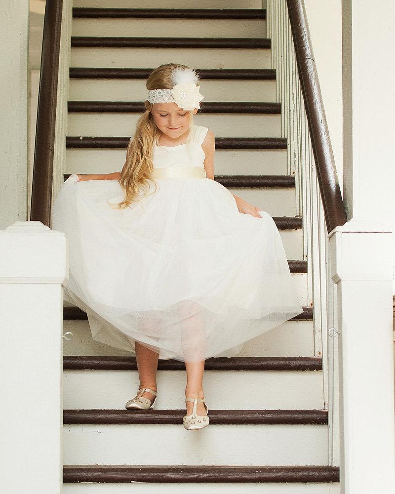 Mariage - Ivory Flower Girl Dress Shabby Chic Flowers Dress Tulle Dress Wedding Dress Birthday Dress Toddler Tutu Dress 2t 3t 4t 5t Moden Wedding