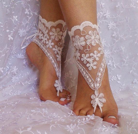 Mariage - ivory Beach wedding barefoot sandals