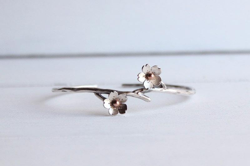زفاف - Cherry Blossom Cuff, Bridesmaid gifts, Wedding Jewelry, Spring weddings, Stacking bracelets,Cherry Blossom Jewelry made by Hapa Girls
