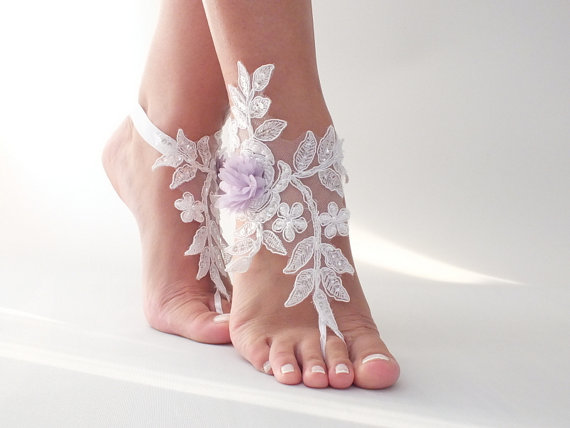 Hochzeit - Free Ship white lace beach wedding barefoot sandals, lilac flowers sandals, lace Barefoot Sandals, anklet, belly dance wedding photography