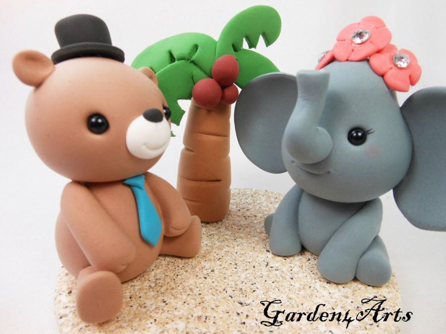 Mariage - Custom Wedding Cake Topper-- love bear and elephant with clay sand base--New