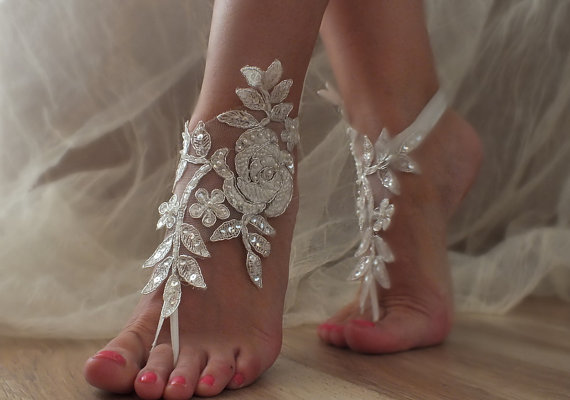 Mariage - 5 pairs Bridesmaid gift Free Ship Beach wedding barefoot sandals Beach shoes, bridal sandals, lace sandals, wedding bridal, summer wear
