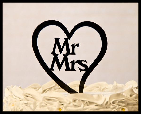 Mariage - Mr. and Mrs. inside a Heart wedding cake topper - Mr. and Mrs. wedding cake topper - heart weddng cake topper - custom cake topper
