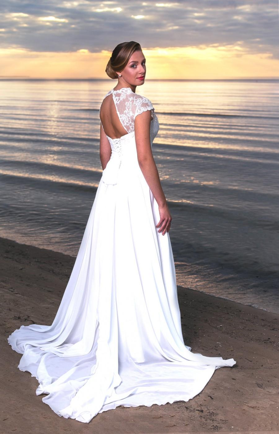Vintage-Inspired Lace Wedding Dresses