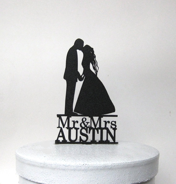 Mariage - Personalized Wedding Cake Topper - First Kiss with Mr & Mrs your last name