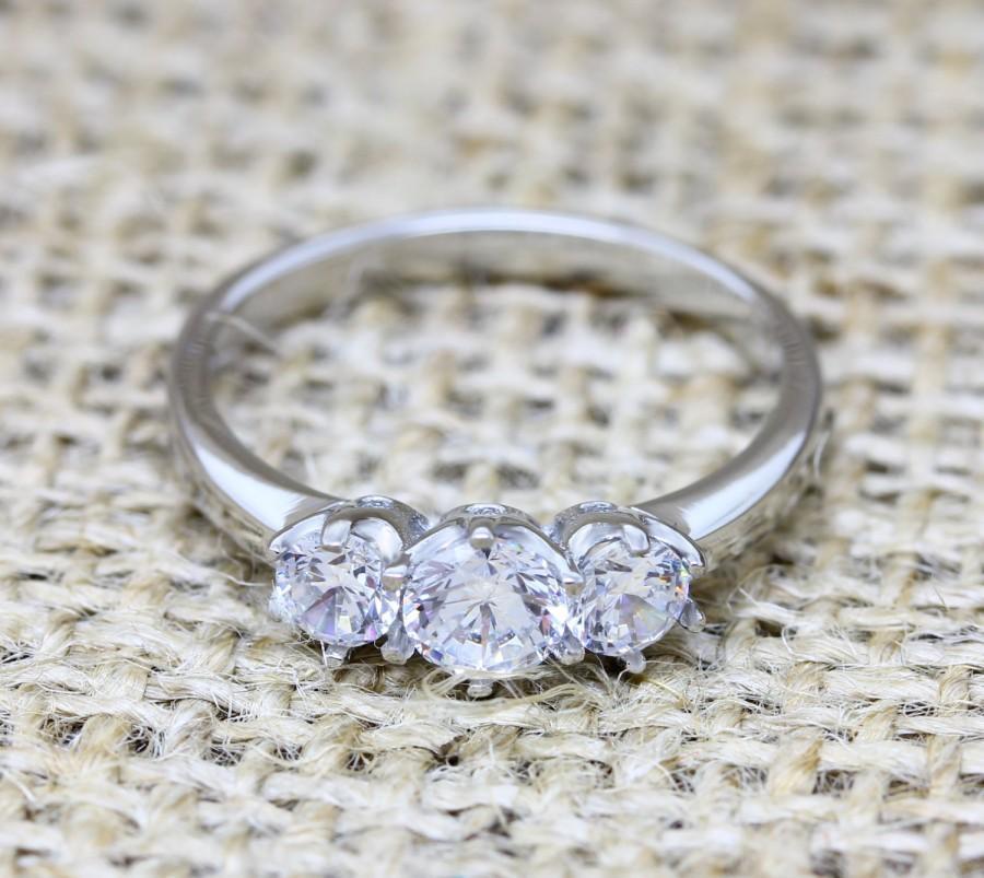 Свадьба - White Sapphire Vintage style 3 stone trilogy ring - engagement ring - wedding ring