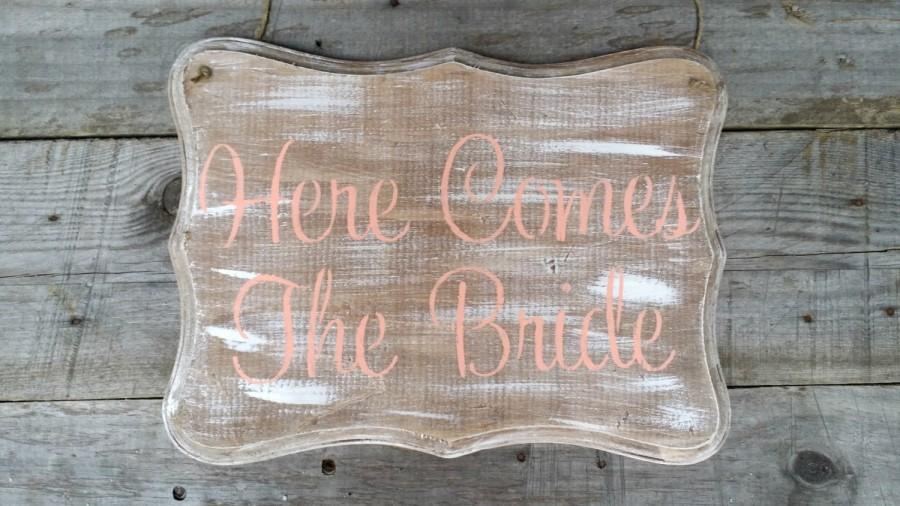 Mariage - Rustic Here Comes the Bride Wedding Sign, Rustic Wedding Decor, Rustic Wood Wedding Sign, Ring Bearer Sign, Flower Girl Sign