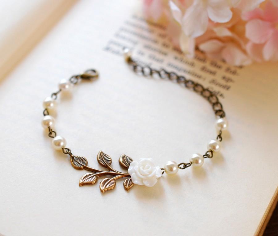 Mariage - Bridal Bracelet, Wedding Bracelet, Wedding Jewelry. White Flower Cream Ivory Pearls Antiqued Brass Leaf Bracelet, Bridesmaid Bracelets