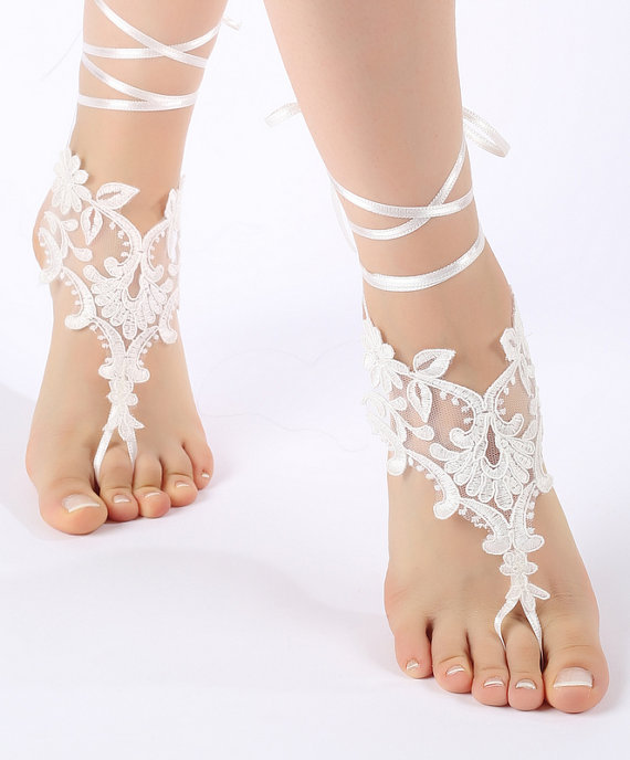 Mariage - Free Ship Beach wedding barefoot sandals Beach shoes, bridal sandals, lace sandals, wedding bridal, ivory accessories, summer wear